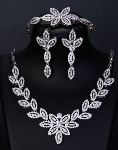 Set mireasa Precious Queen cu Swarovski Elements